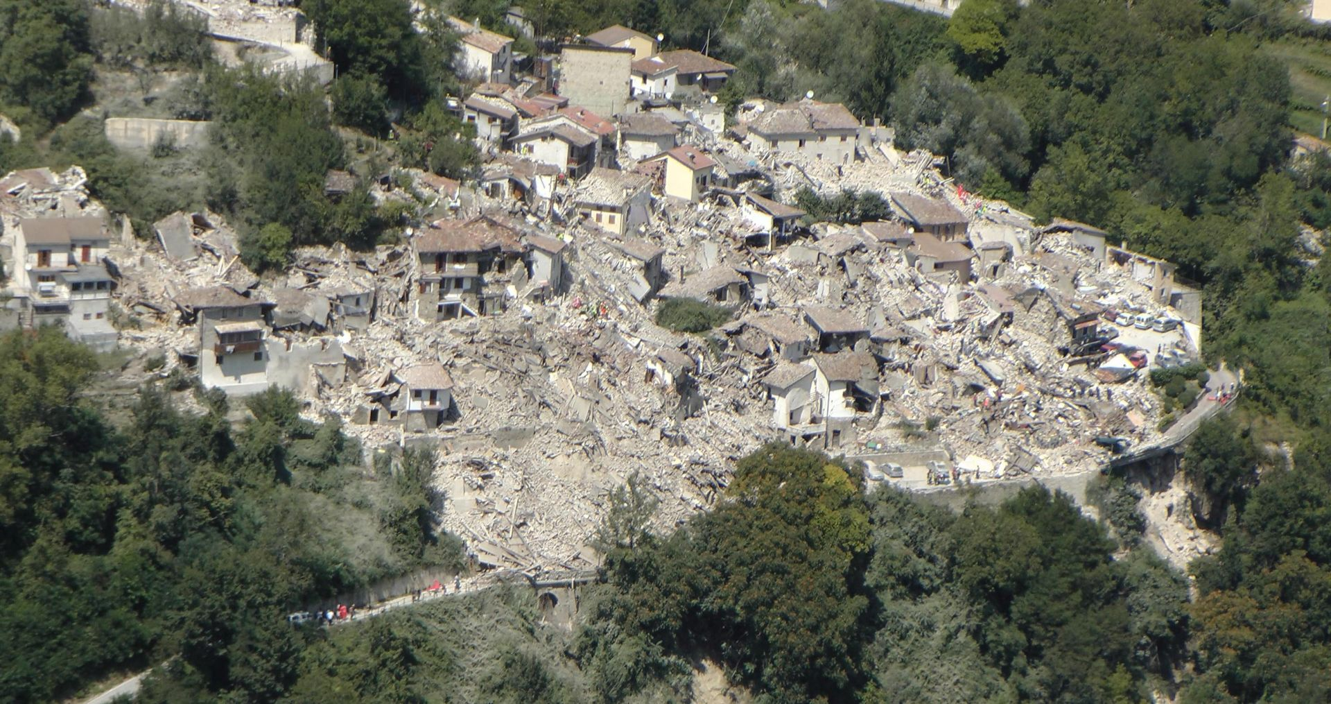 SNAŽAN POTRES U ITALIJI Broj mrtvih porastao na 247, spasilačke službe nastavljaju s potragom za preživjelima