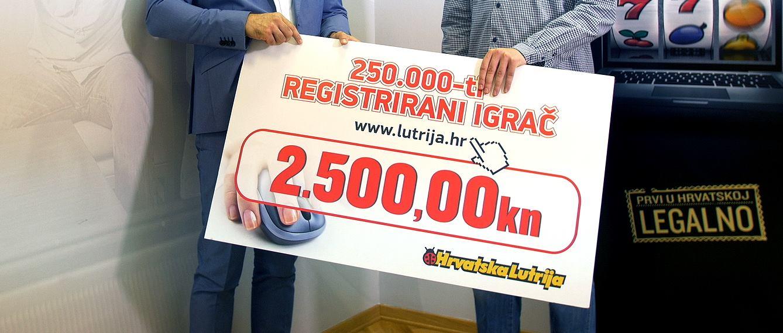 HRVATSKA LUTRIJA Danijel Ferić uručio je nagradu 250 000-om igraču na internetu