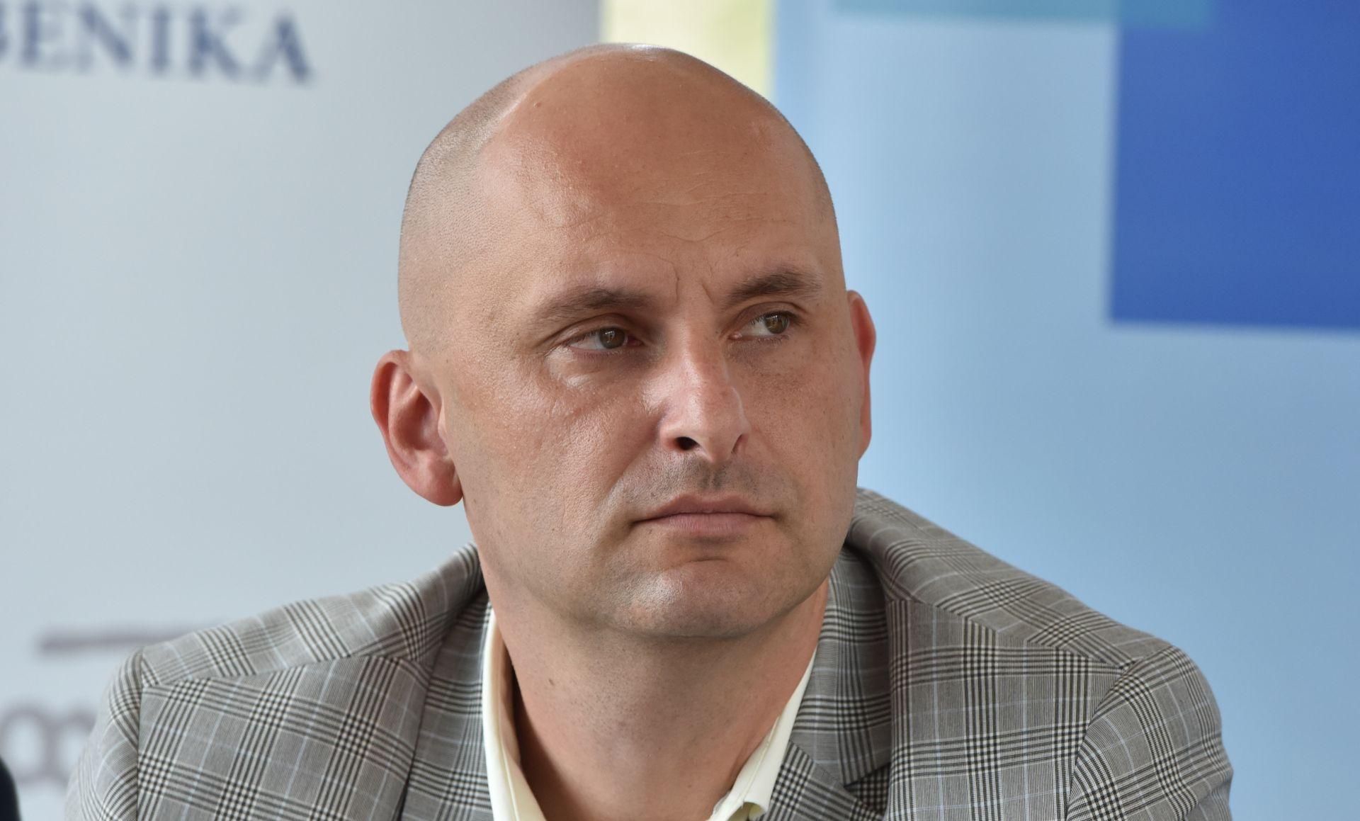 GLAVAŠ SE OGLASIO PREKO FACEBOOKA Uklonjena spomen-ploča Tomislavu Tolušiću