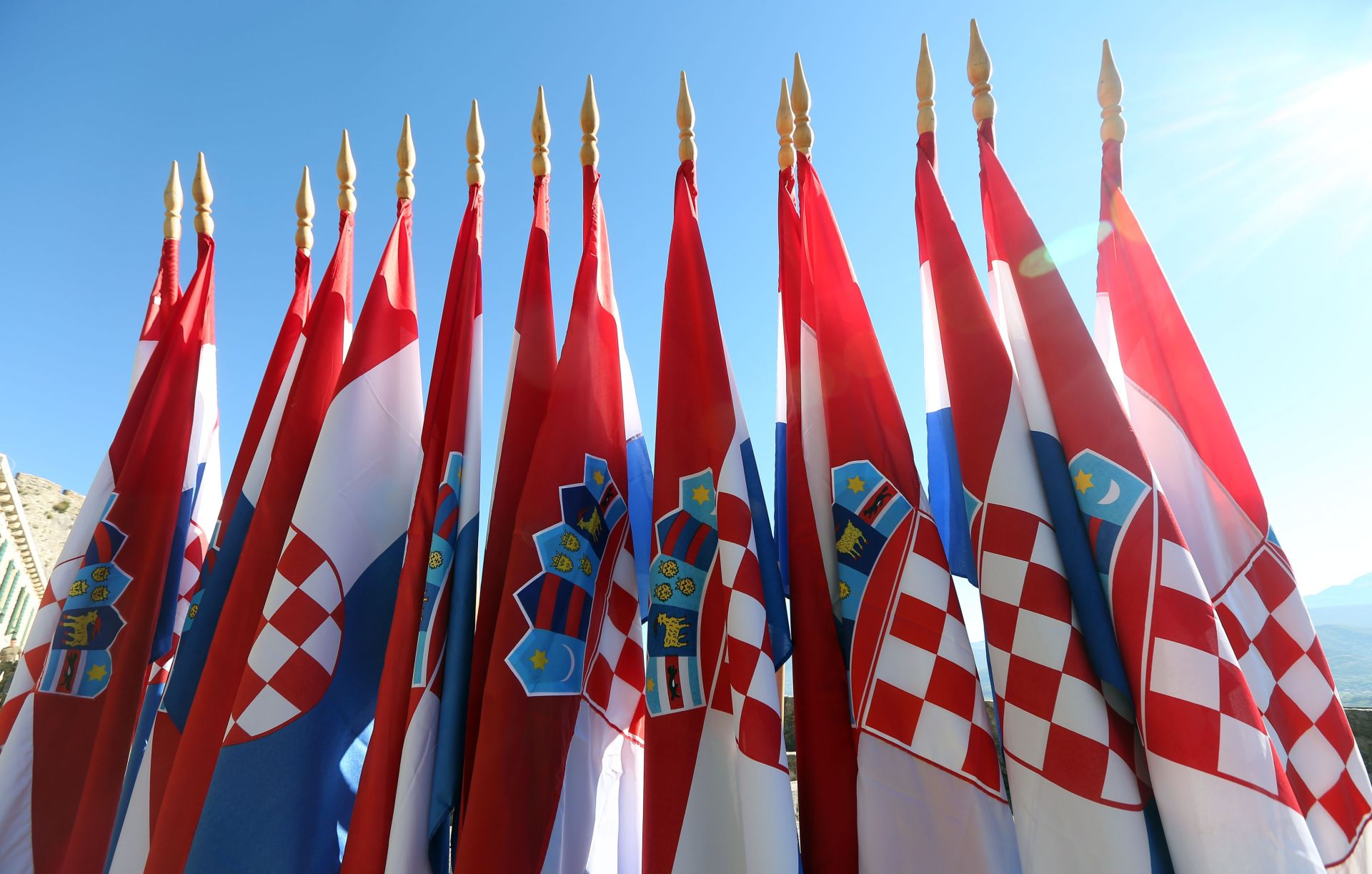 OBLJETNICA OLUJE Podignuta državna zastava na Kninskoj tvrđavi
