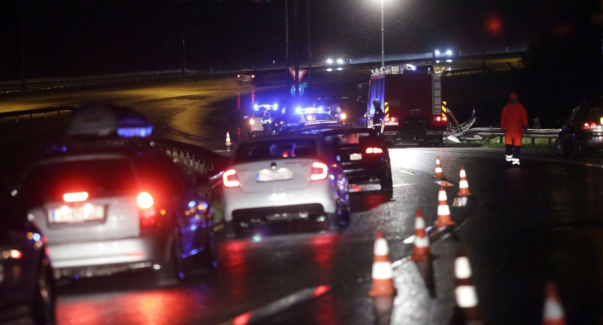 TEŠKA PROMETNA NA JANKOMIRU Automobil se zabio u rasvjetni stup, poginule dvije osobe