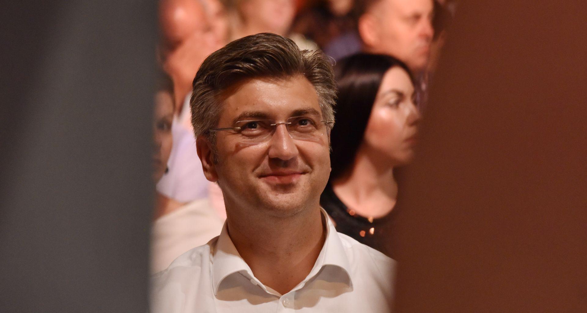 INCIDENT U GLINI Plenković se ispričao zbog Hrgovićevog ponašanja i zatražio unutarstranačku istragu