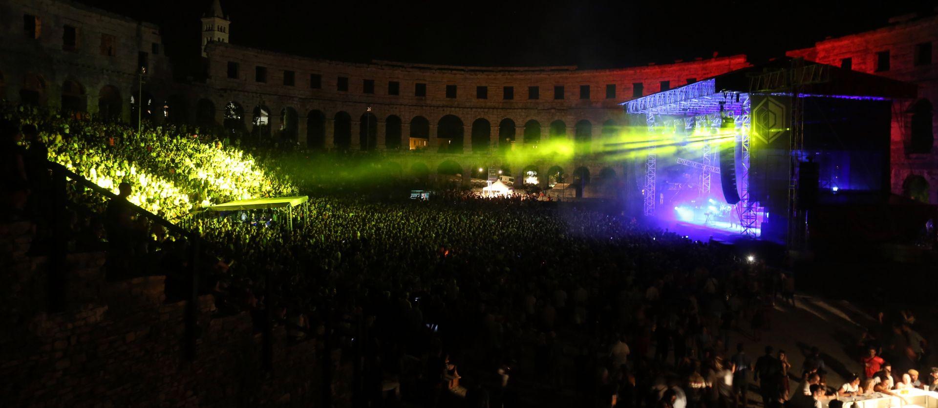 FOTO: NASTUP MASSIVE ATTACKA U Puli otvoreno 5. izdanje Dimensions festivala