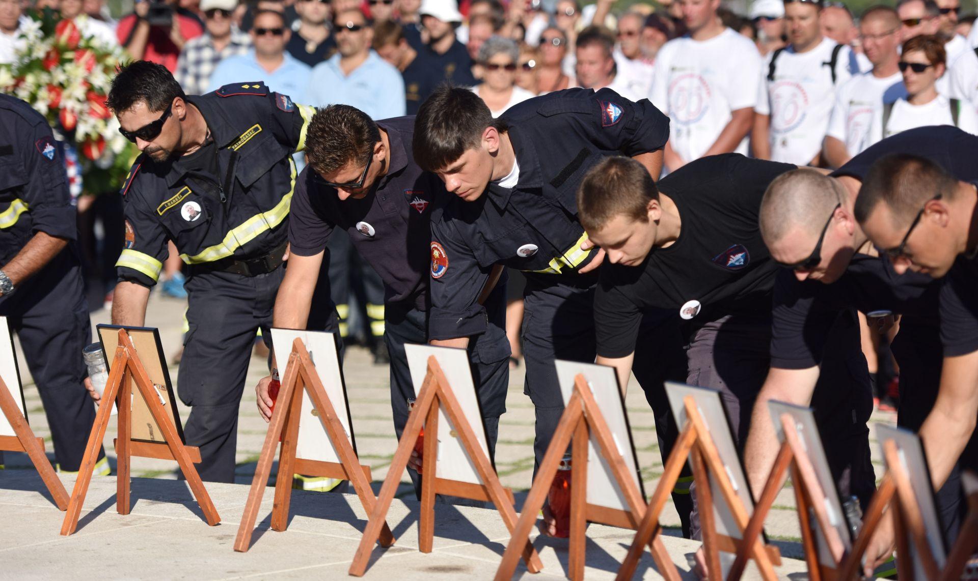 FOTO: Mimohodom vatrogasaca započelo obilježavanje 9.obljetnice Kornatske tragedije