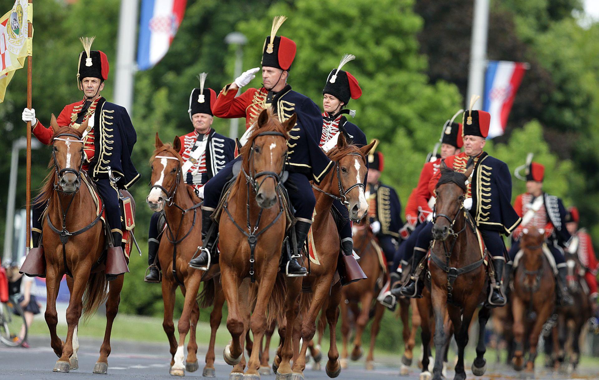OBLJETNICA OLUJE Uz Dan pobjede, konjički maraton u Popovači