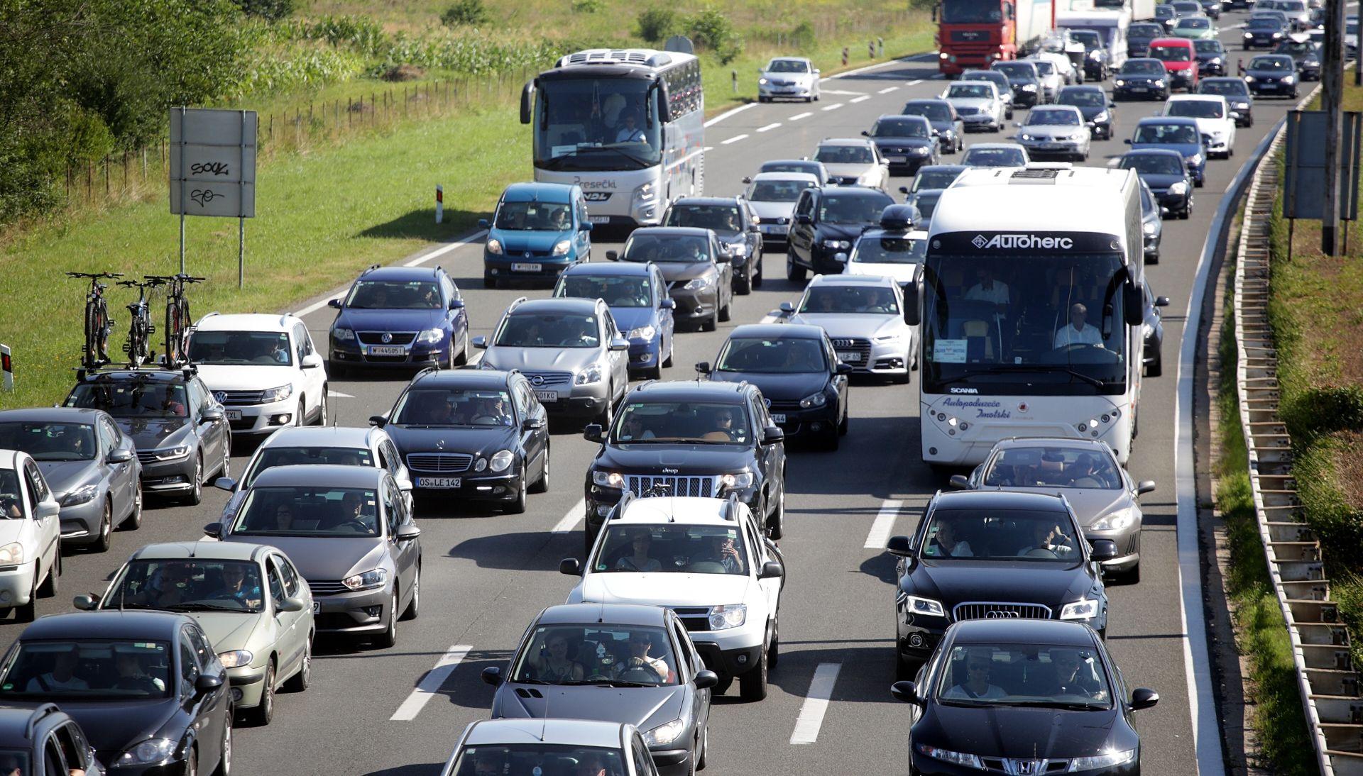 HAK Gužve i kolone na cestama, zasad bez dužih čekanja, prometna nesreća na odmorištu Dobra