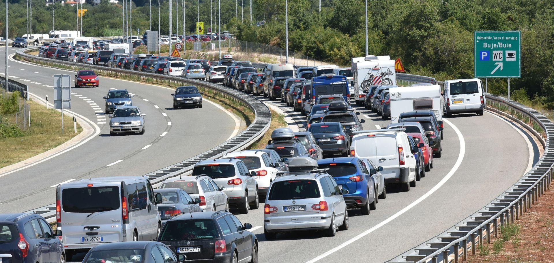 PROMETNA PROGNOZA Osim velikih gužvi, promet će otežavati i jaka bura, najavljeno zatvaranje nekih cesta