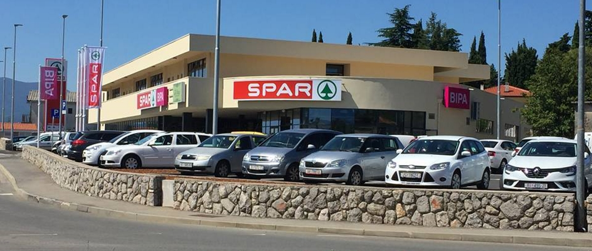 FOTO: Otvoren SPAR supermarket u Gradu Kastvu