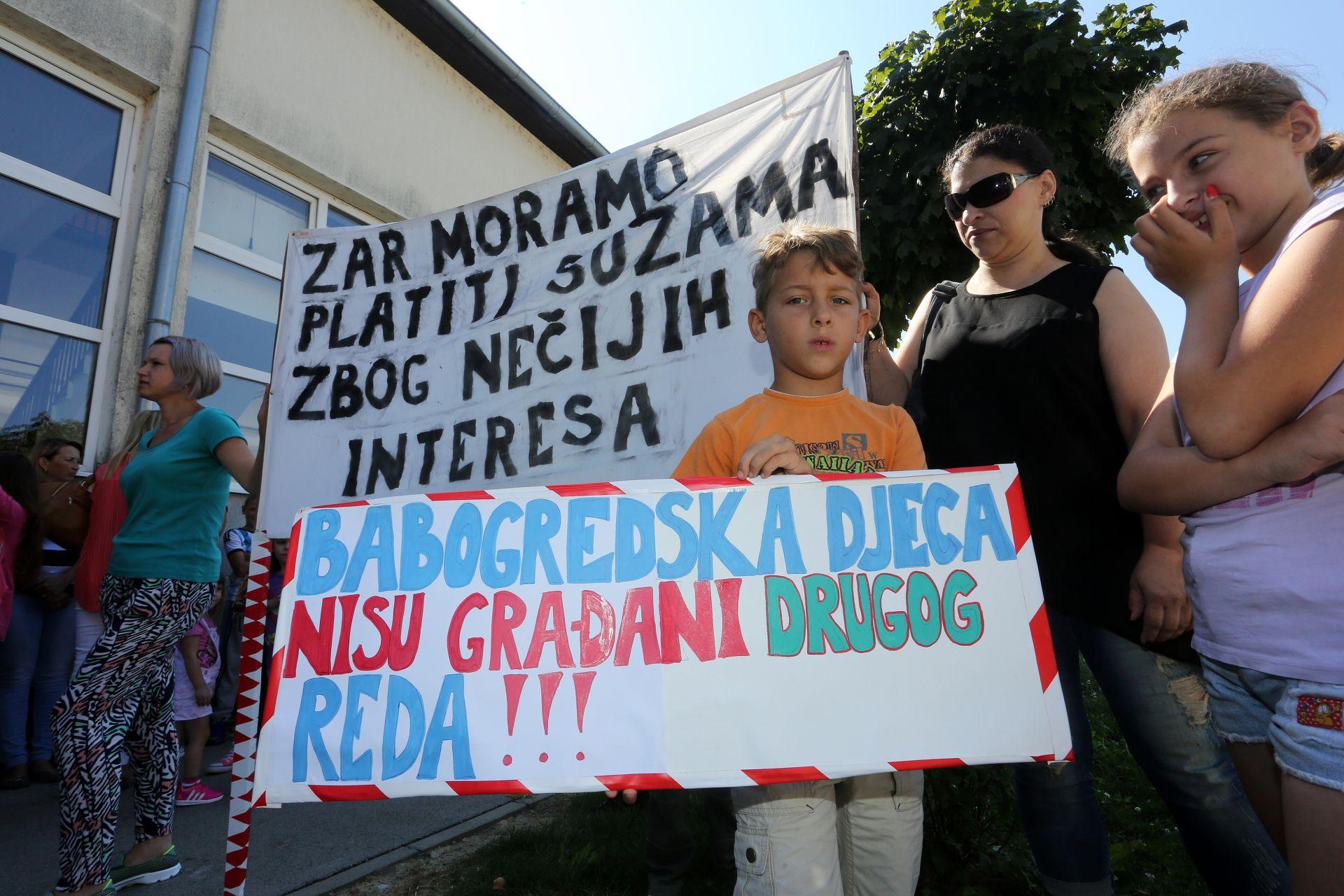 PROSVJED U BABINOJ GREDI: Roditelji i učenici traže odgovore o sigurnosti OŠ Mijata Stojanovića