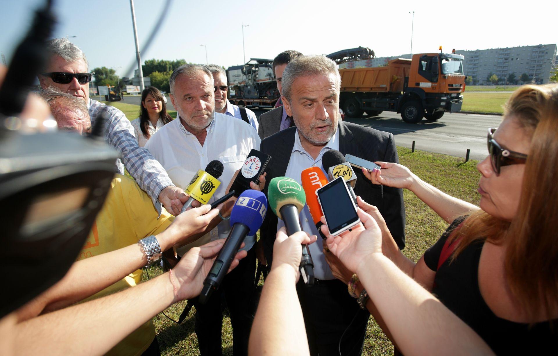 PRIJE SLUŽBENE KAMPANJE: Milan Bandić započeo s izbornim plakatima