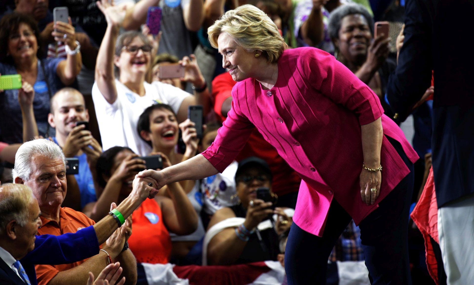 PREDSJEDNIČKI IZBORI: Stožer Hillary Clinton odbija Trumpove kritike o IS-u