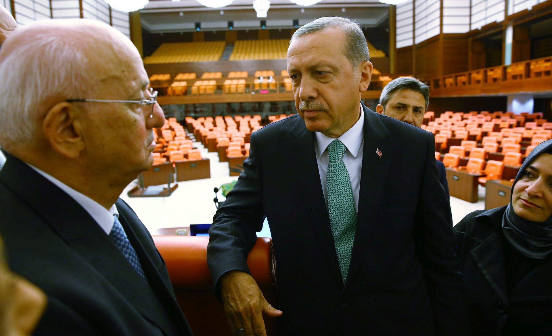 NEUSPJELI VOJNI UDAR: Turska traži izručenje 32 diplomata koji su u bijegu
