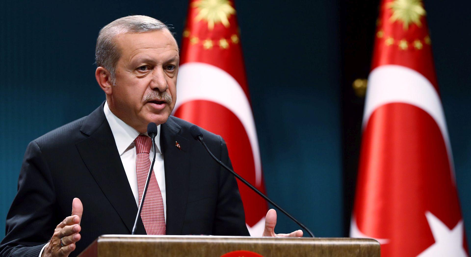 REZANJE PRIHODA: Erdogan napada tvrtke povezane s Gulenom