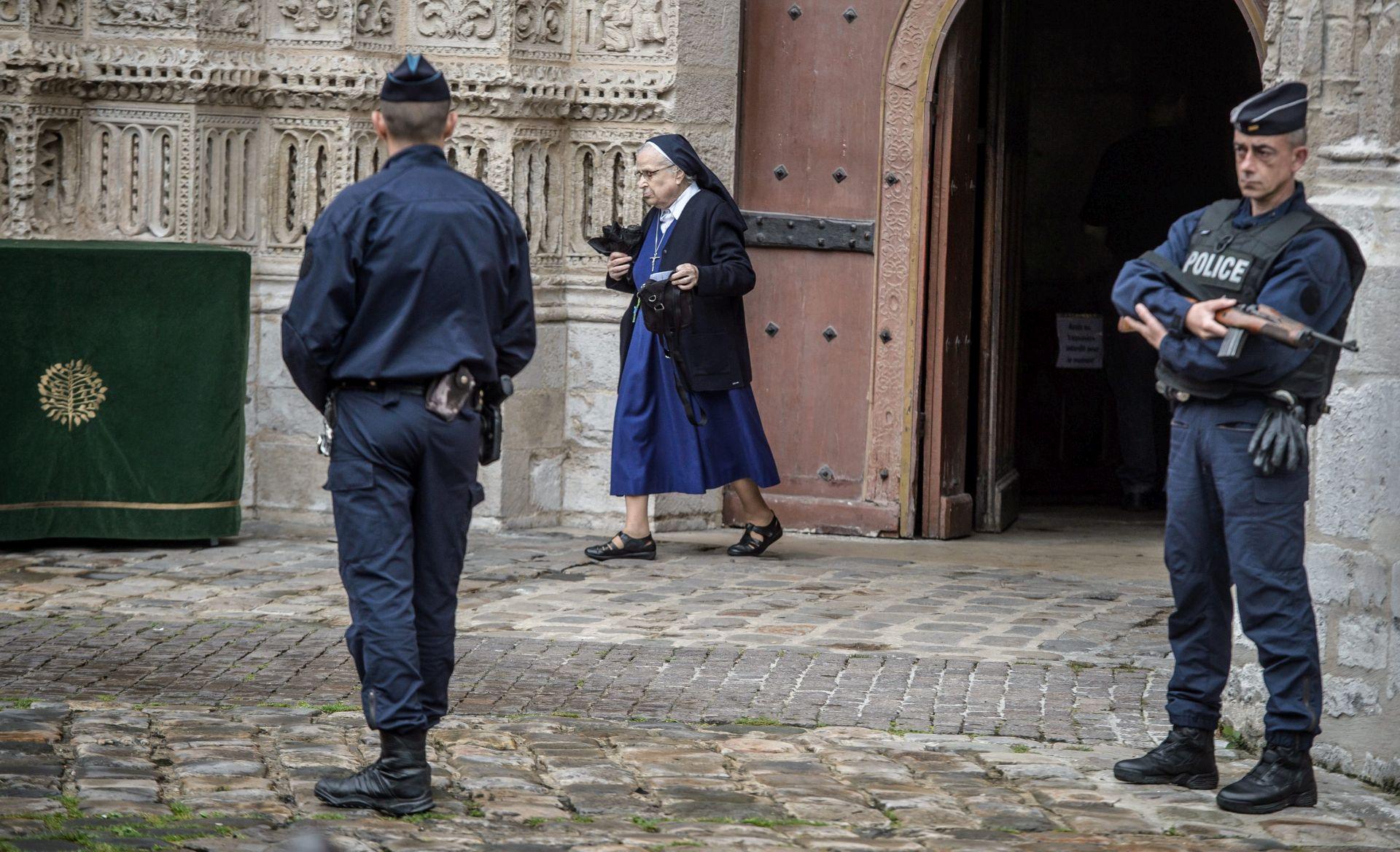 NAPAD U CRKVI: Danski muslimani voljni pokopati ubojicu francuskog svećenika