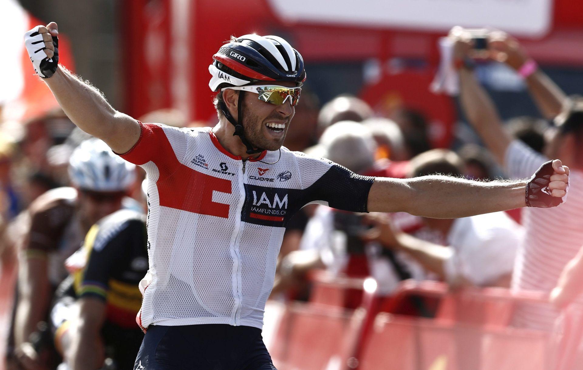 VUELTA: Pobjeda Van Genechtena, Contador pao