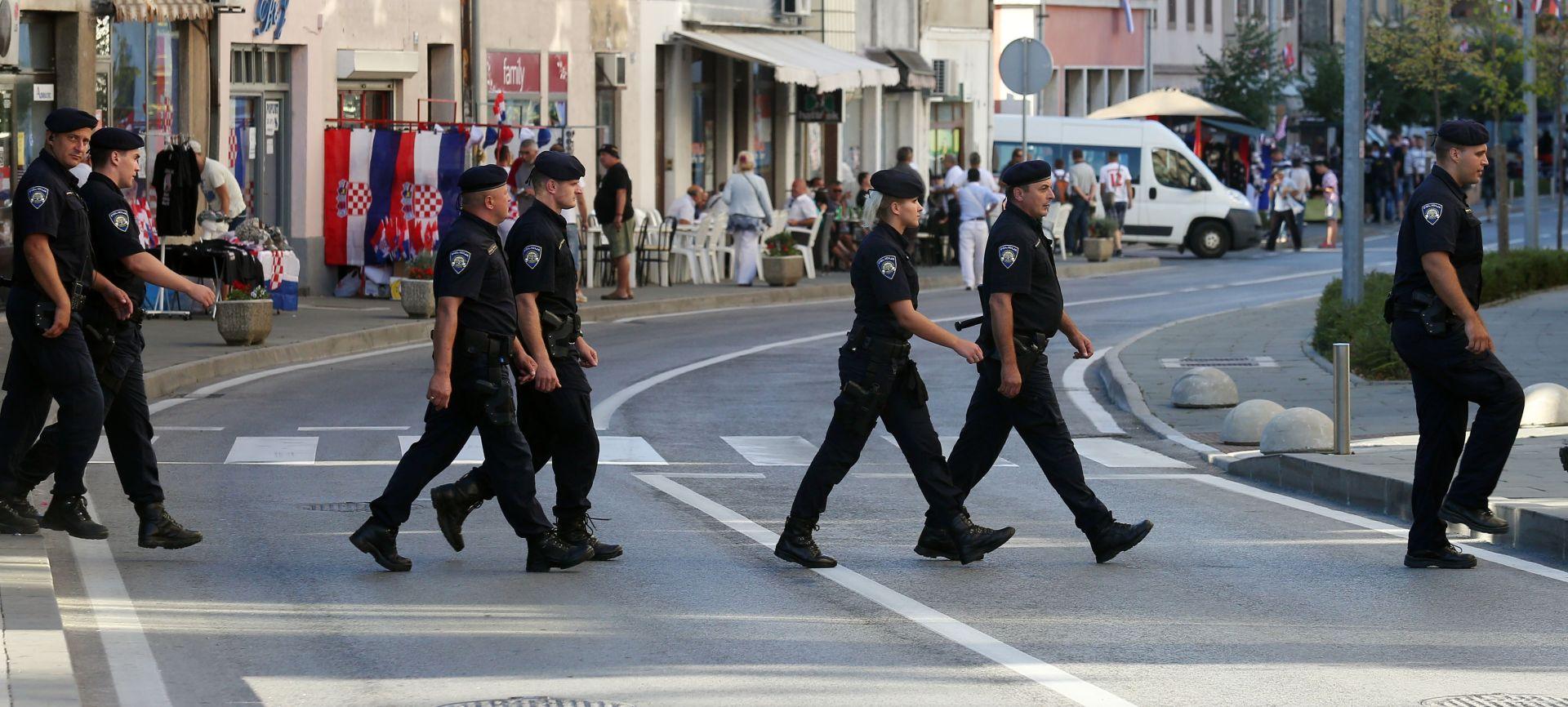 NAKON INCIDENTA U KNINU: Uhićena dvojica zbog paljenja srpske zastave