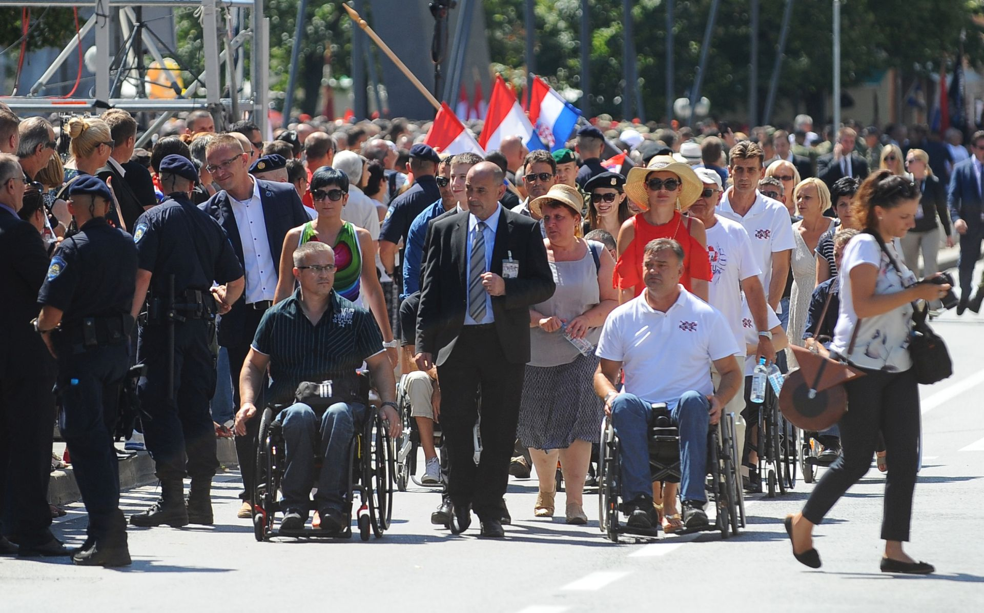 Nova prosvjedna nota Srbije zbog paljenja zastave u Kninu