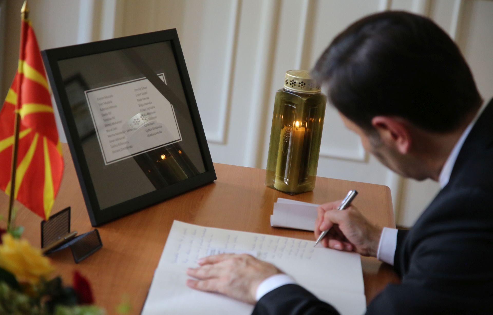 NEVRIJEME U SKOPJU: Ministar Kovač se upisao u knjigu žalosti u makedonskom veleposlanstvu