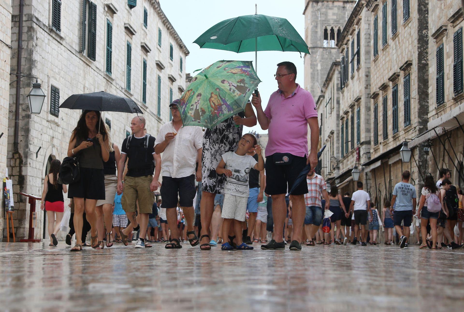 VRIJEME: Pretežno sunčano, u Dalmaciji moguć pokoji pljusak