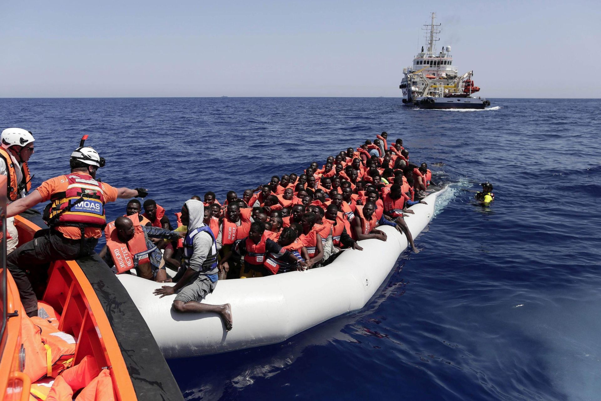 TALIJANSKA OBALNA STRAŽA: Više od 5600 migranata spašeno u Sredozemlju