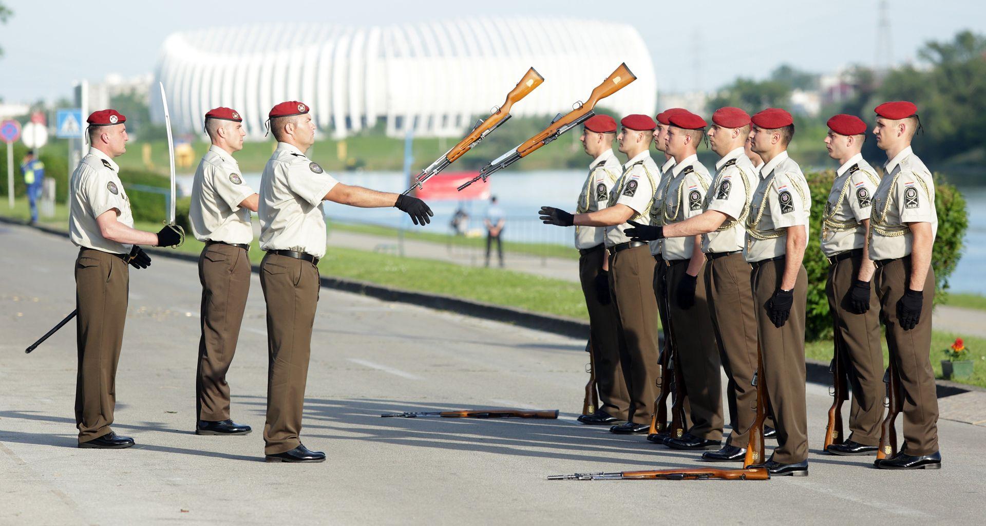 RASPISAN NATJEČAJ: MORH zapošljava 550 osoba u djelatnu vojnu službu