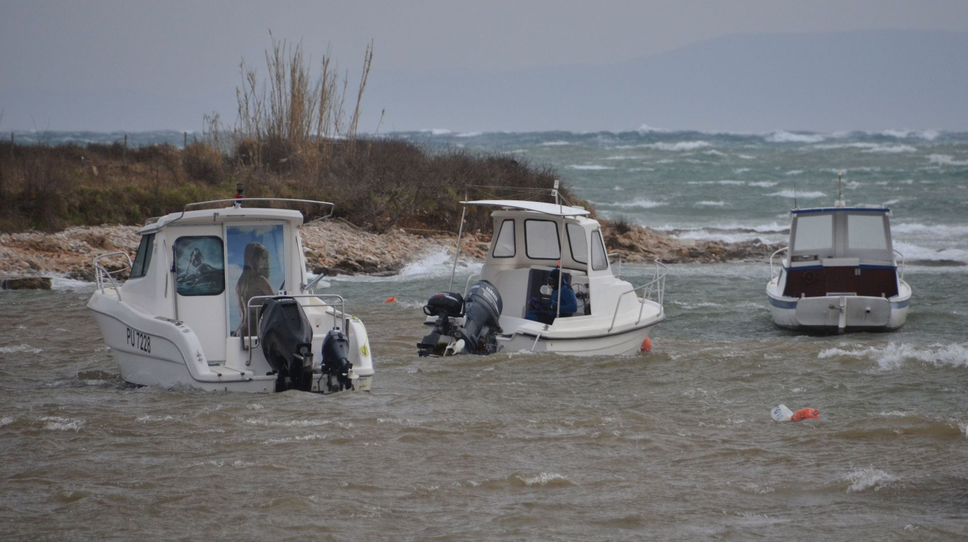 JAKO NEVRIJEME ZAHVATILO ISTRU: Grmljavinski pljuskovi i olujni vjetar, gužve na izlazu iz Istarske županije