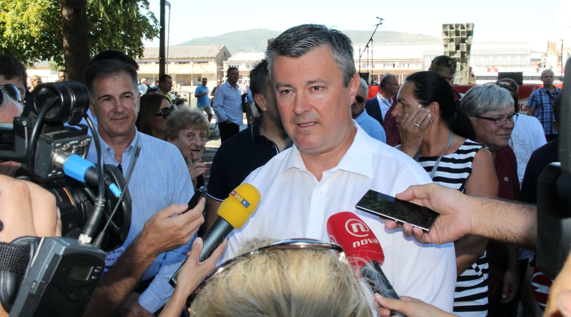 TIHOMIR OREŠKOVIĆ: Milanović i Plenković u debati nisu bili preoštri