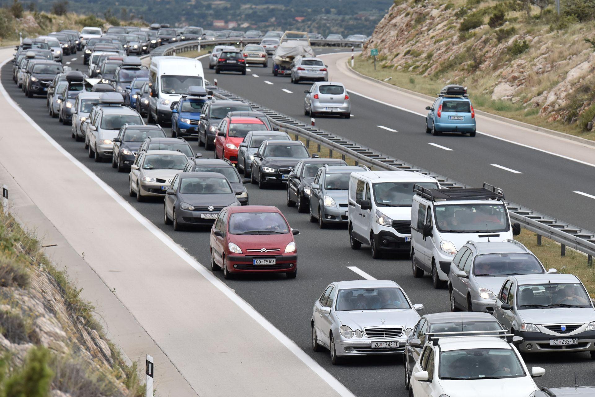 ZASTOJI U PROMETU: Zbog jake bure samo osobna vozila dionicama A1 i A6