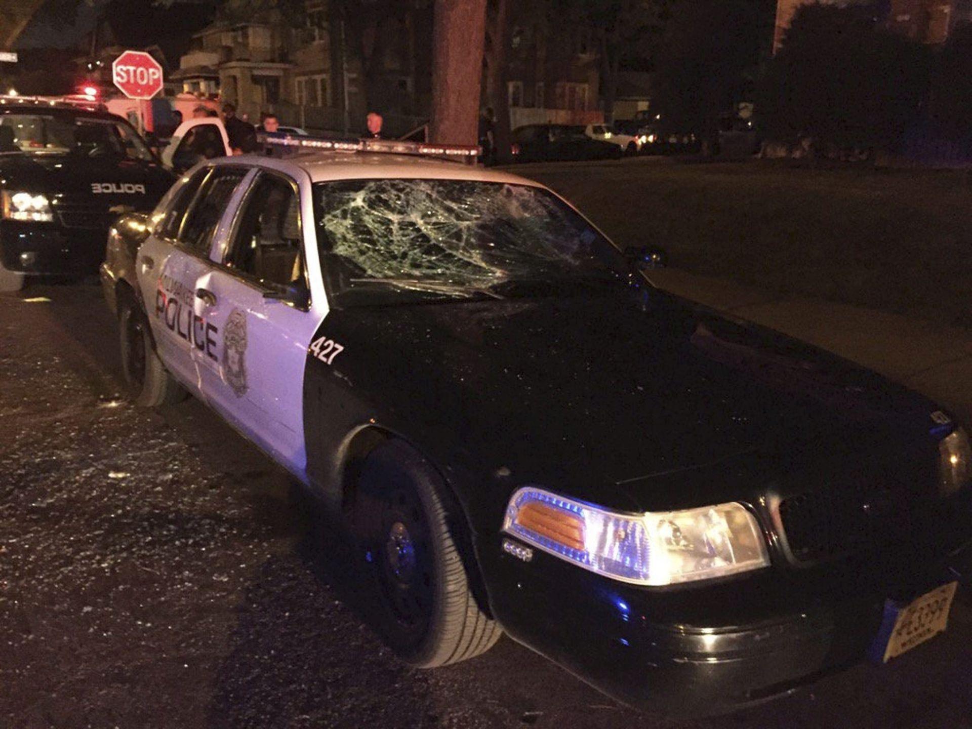 PROSVJEDI U MILWAUKEEJU: Nakon što je policajac ubio sumnjivca, prosvjednici pucali i podmetnuli požar
