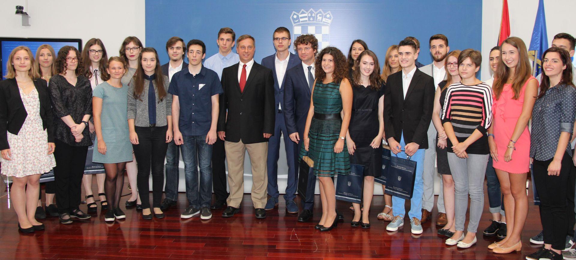DRŽAVNA MATURA: Nagradu Soljačić i priznanja MZOS-a primili učenici za izniman uspjeh