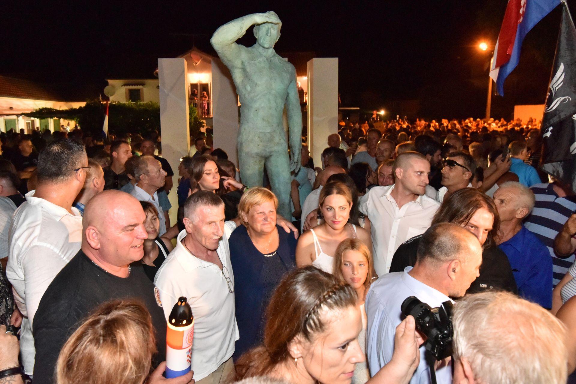 SPOMENIK MIRI BAREŠIĆU: Crna Gora uputila prosvjednu notu Hrvatskoj