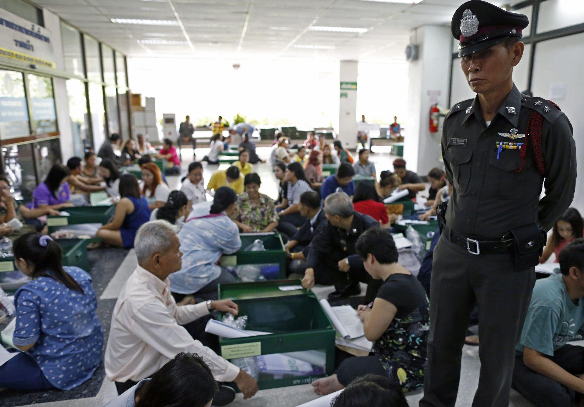 IZLAZAK NA BIRALIŠTA: U Tajlandu se održava referendum o spornom ustavu
