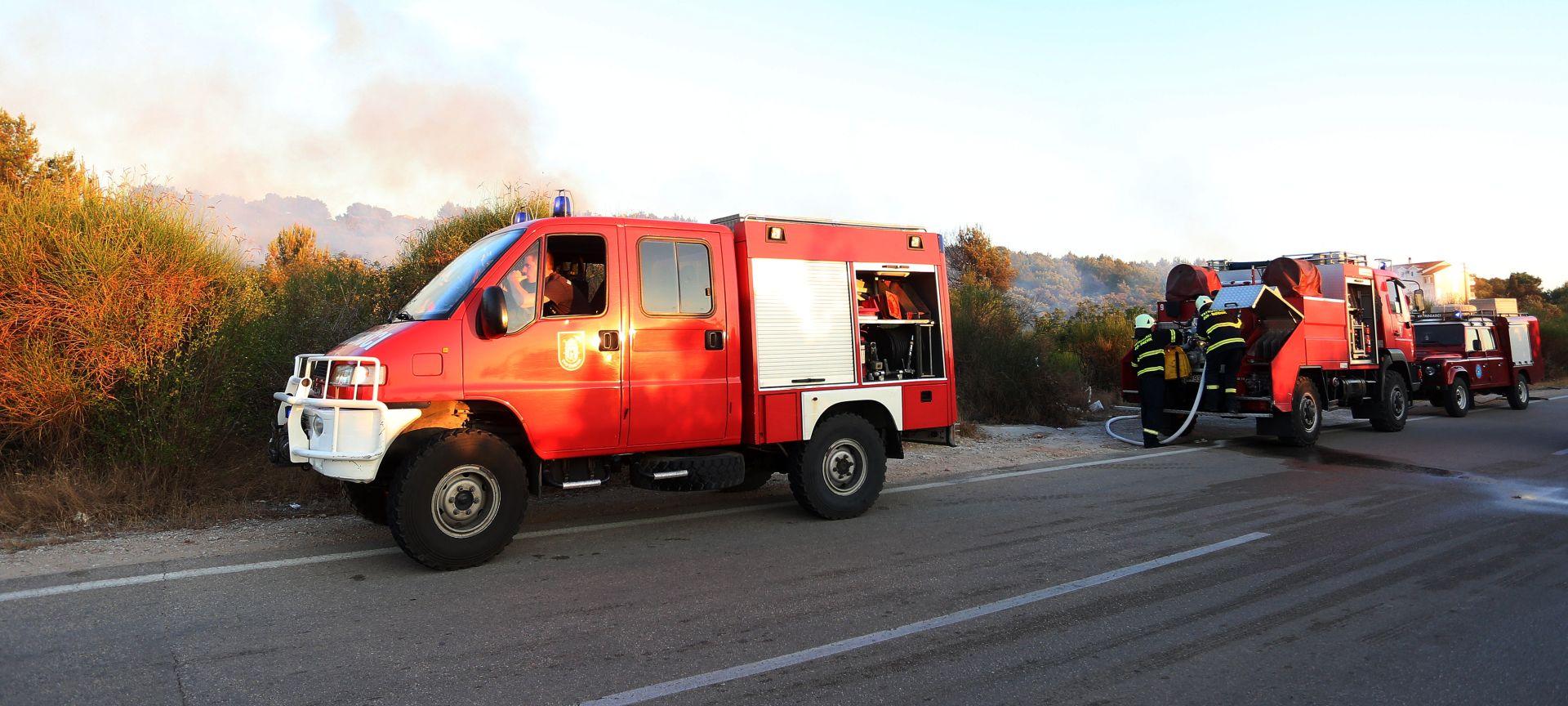SPLIT Na vrhu Kamešnica još bukti požar