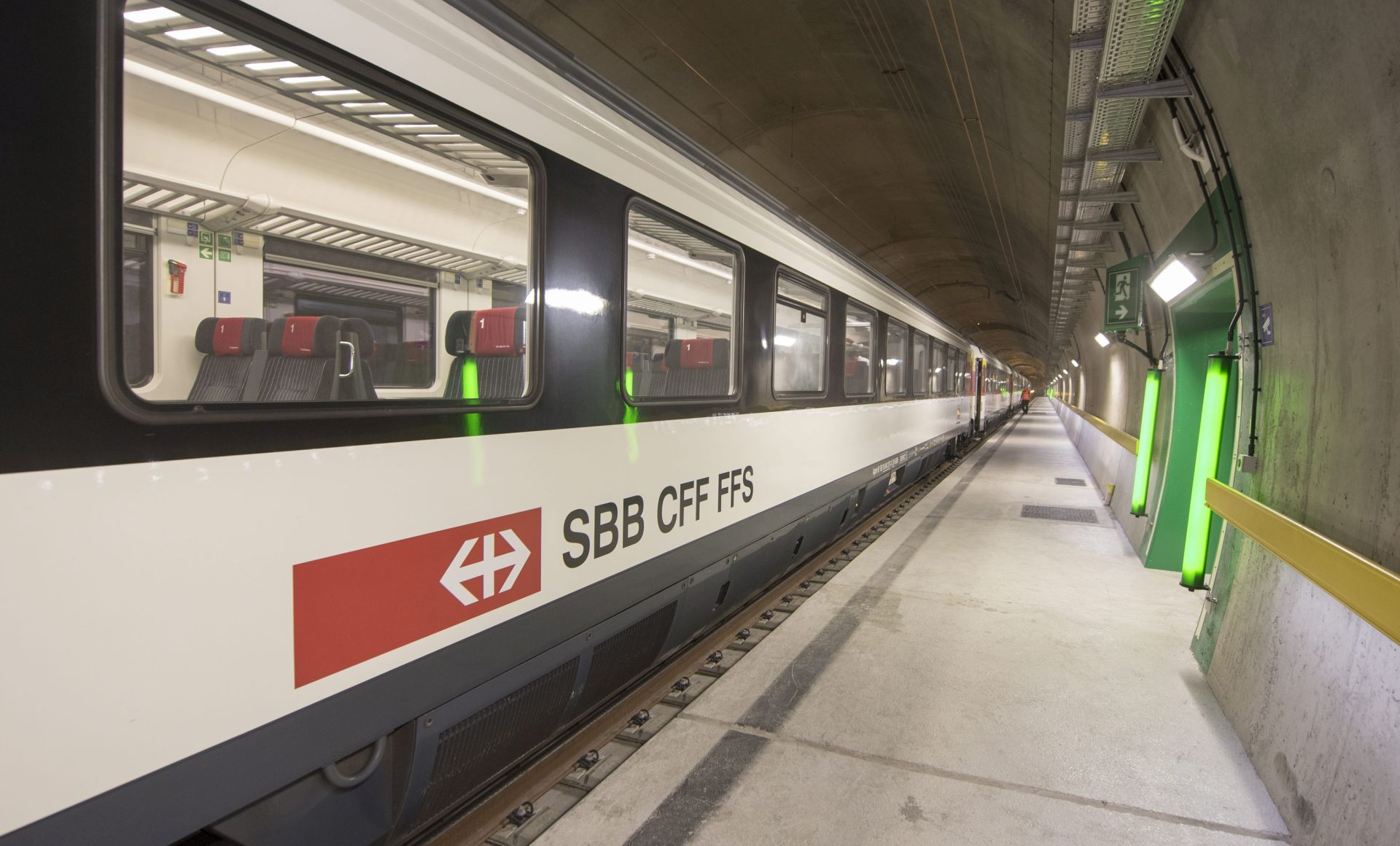 NAPAD U ŠVICARSKOJ: Muškarac nožem i zapaljivom tekućinom ranio šest osoba u vlaku