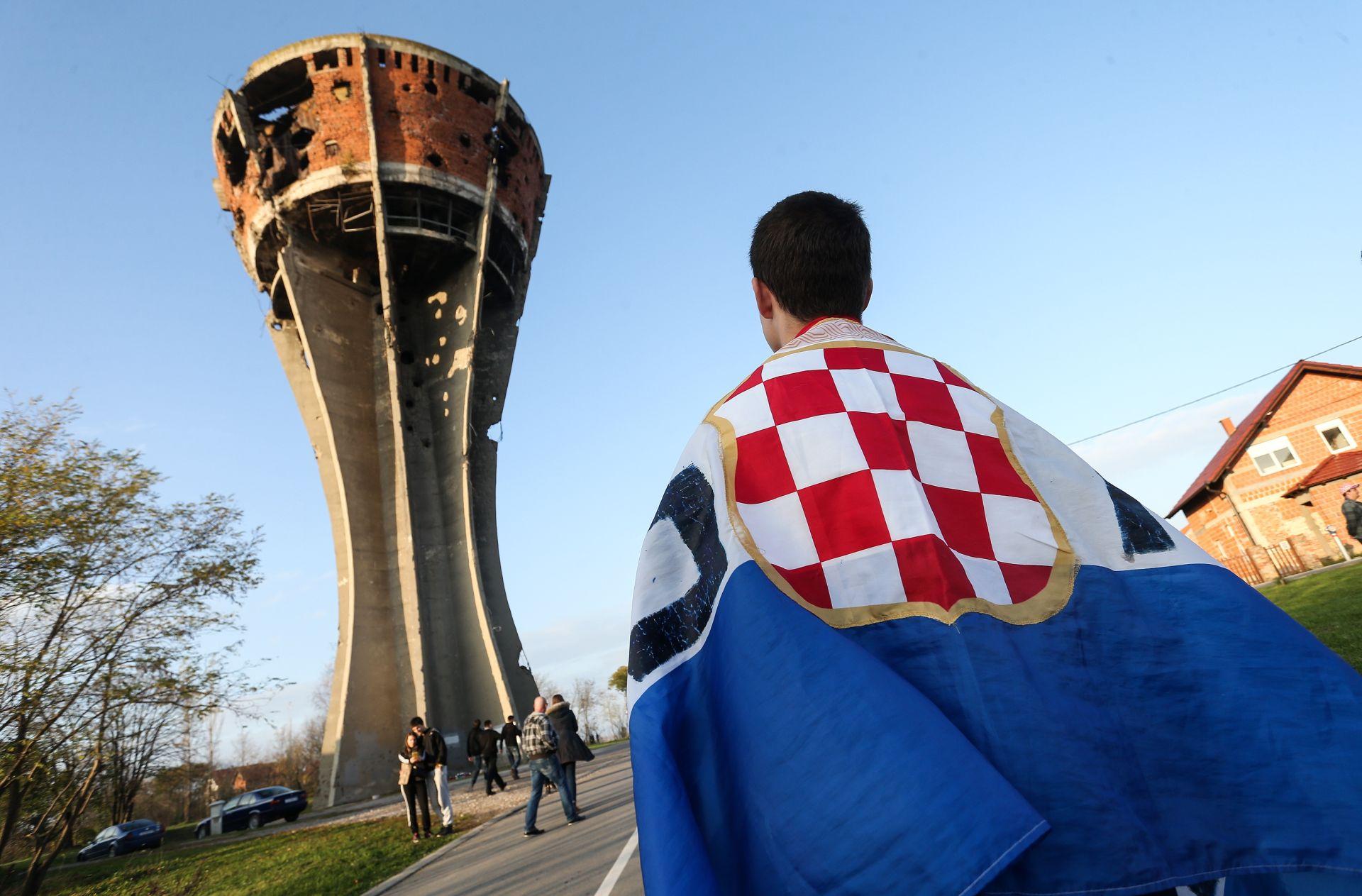 KOLONA SJEĆANJA: Od Orašja do Vukovara uoči 25. godišnjice tragedije