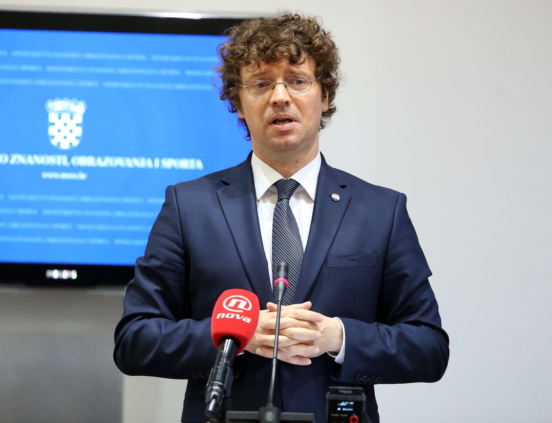 BLOKADA FILOZOFSKOG Šustar: 'Danas ću donijeti odluku o Previšiću'