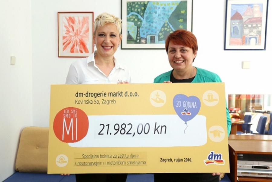 Andreja Ancić i  Katarina Bošnjak-Nađ s humanitarnom donacijom