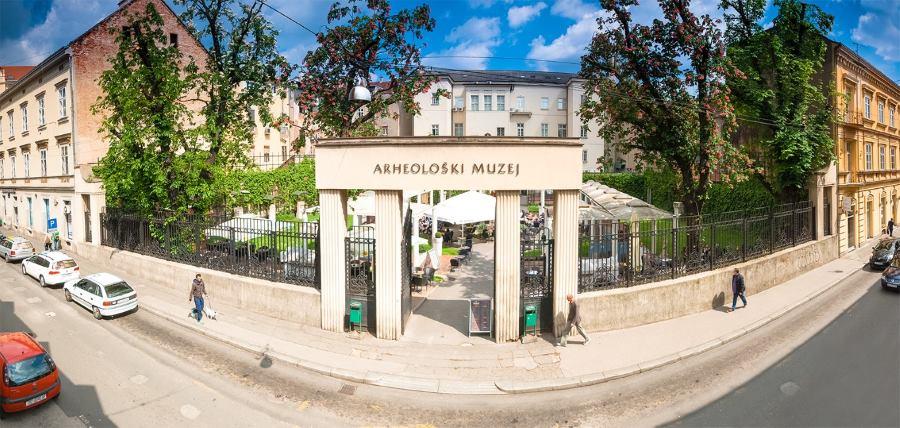 Brewbites se nalazi unutar Arheološkoh muzeja u Zagrebu