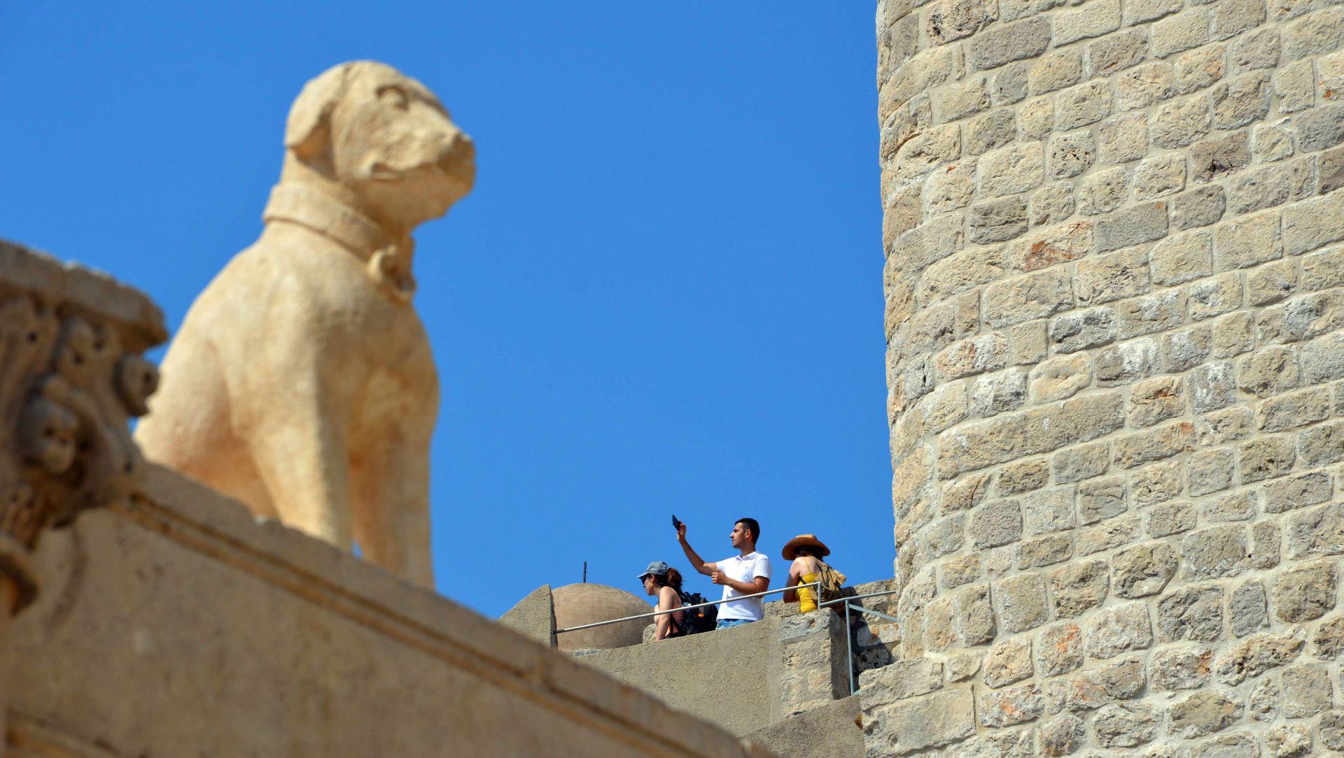 Vraćanjem kipa psa u potpunosti završena obnova velike Onofrijeve fontane u Dubrovniku