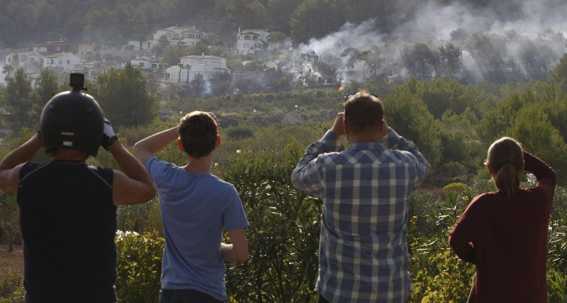 STOTINE LJUDI EVAKUIRANO Vatra 'hara' istočnom obalom Španjolske