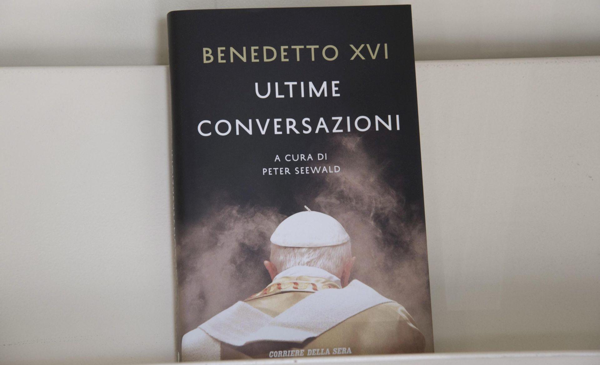 """Verbum objavio knjigu """"Posljednji razgovori"""" pape emeritusa Benedikta XVI"""