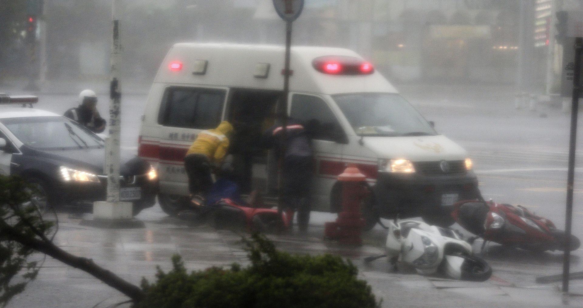 SUPERTAJFUN MERANTI STIGAO U KINU Tajvan pogodile najsnažnije oluje u posljednjih 20 godina, jedna osoba poginula