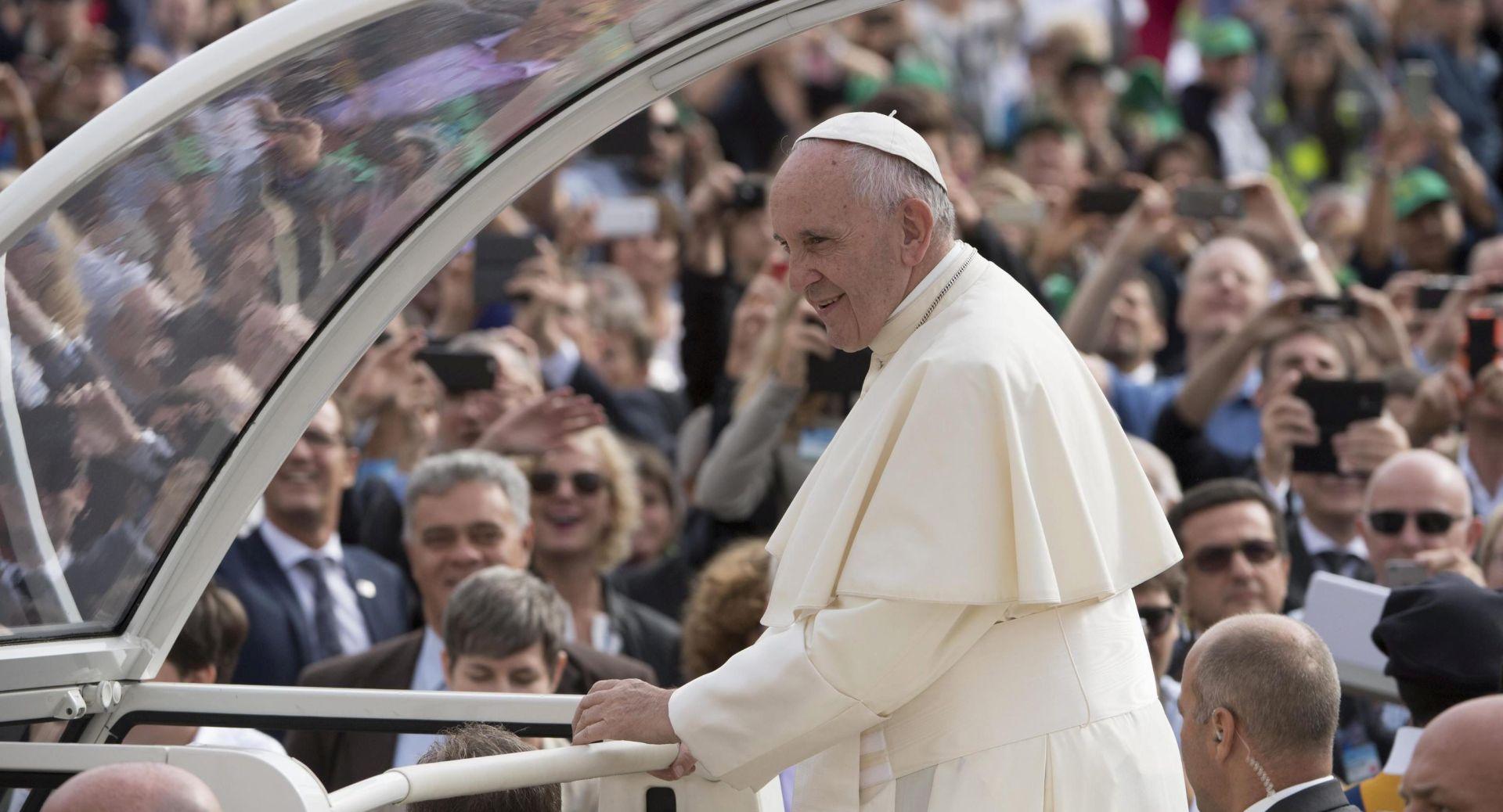 Papa Franjo sastaje se s rodbinom žrtava i preživjelima iz terorističkog napada u Nici