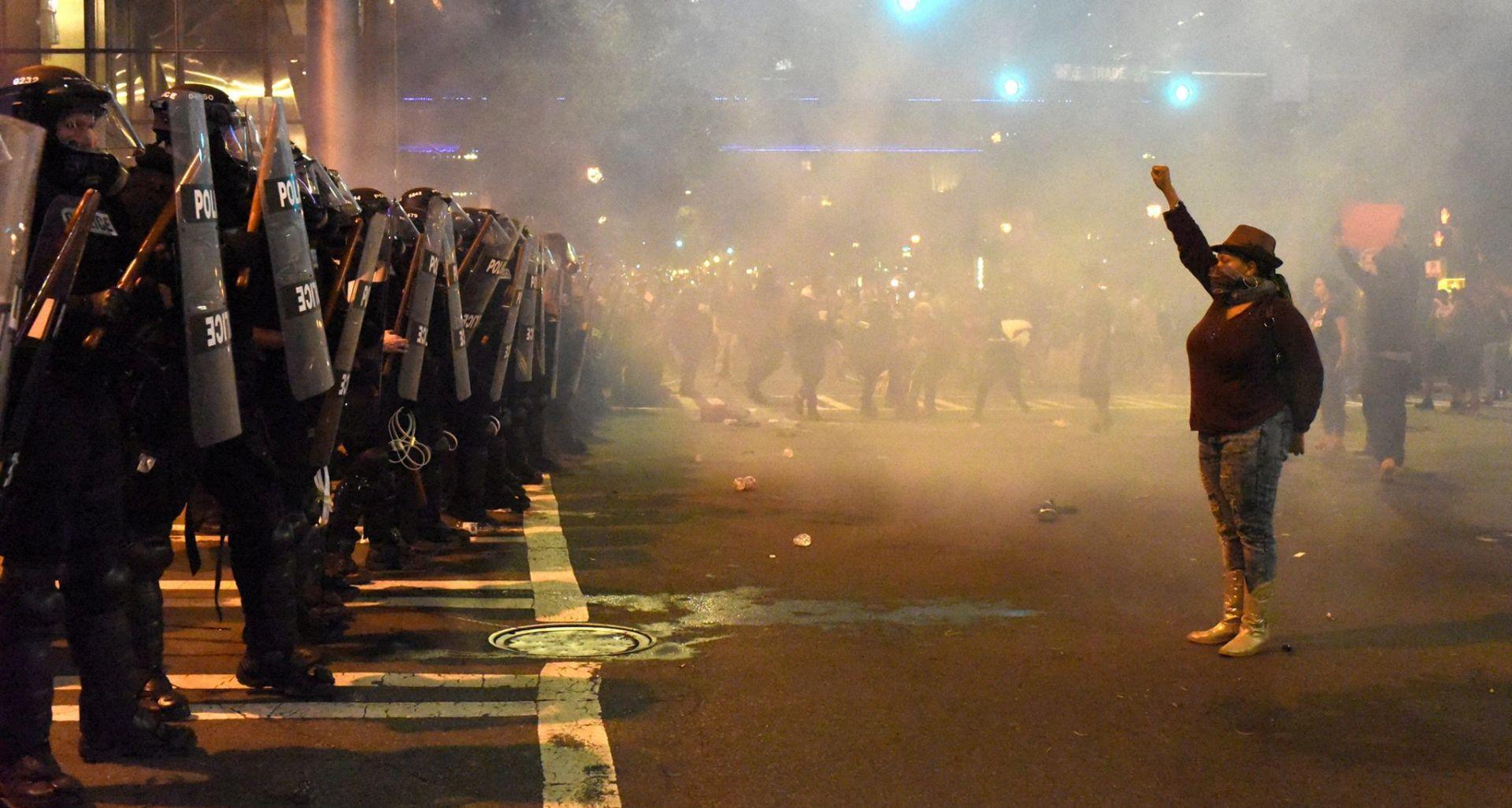 Izvanredno stanje u Charlotteu, prosvjednik u kritičnom stanju