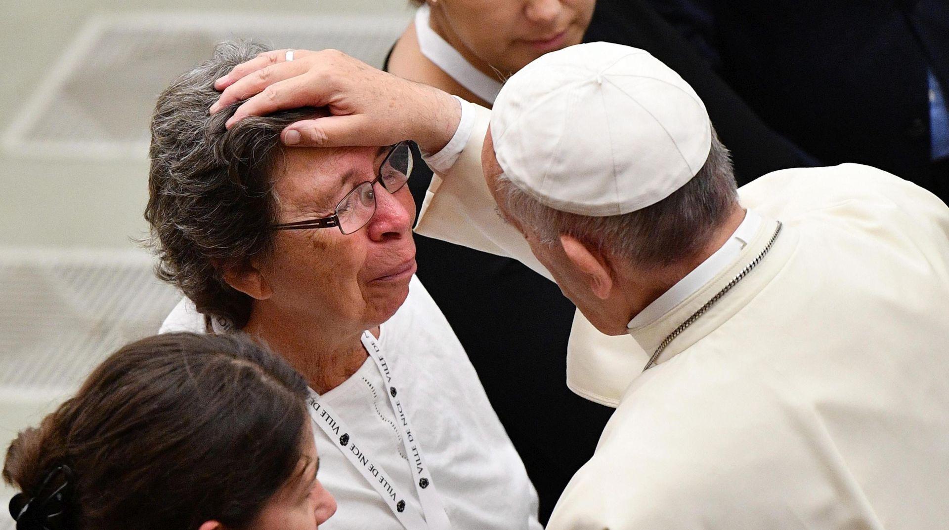 Papa se zauzeo za dijalog primajući obitelji žrtava iz Nice
