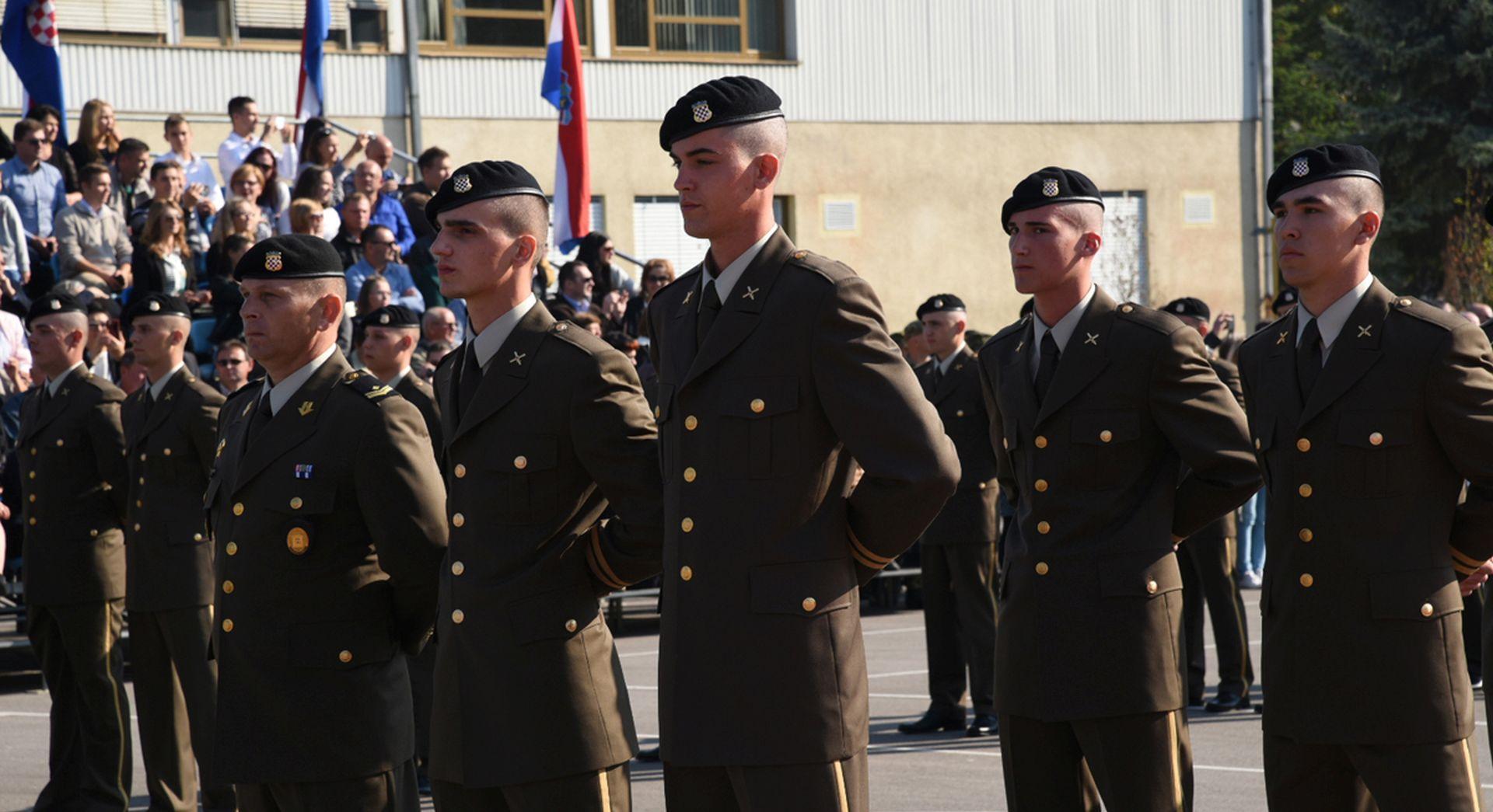 Vojska peti dan pomaže u obrani od poplava