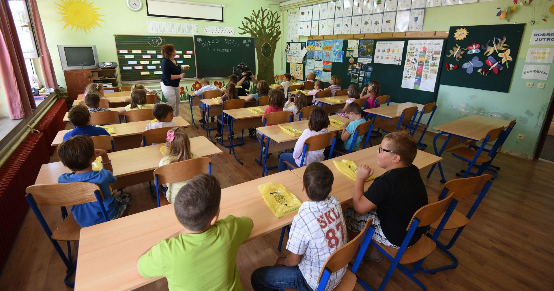 Nova školska godina počela za oko pola milijuna učenika, 1375 manje prvašića nego lani