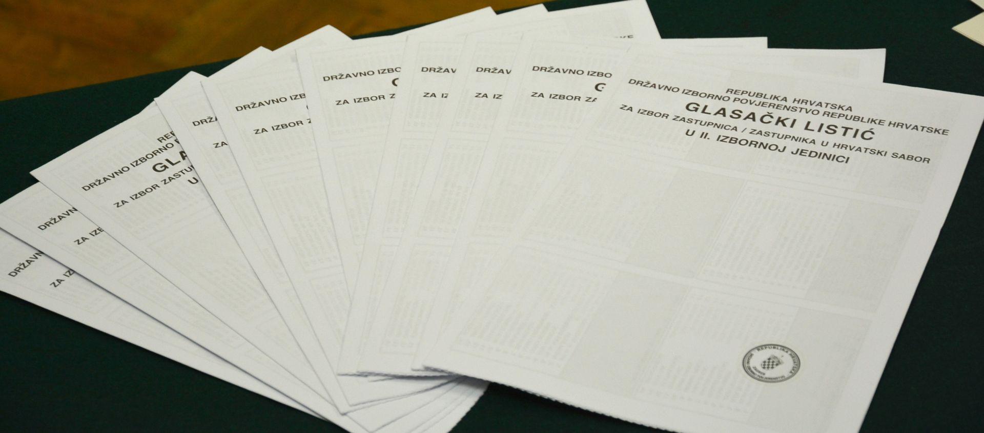 DIP: Glasački listići se ne smiju fotografirati