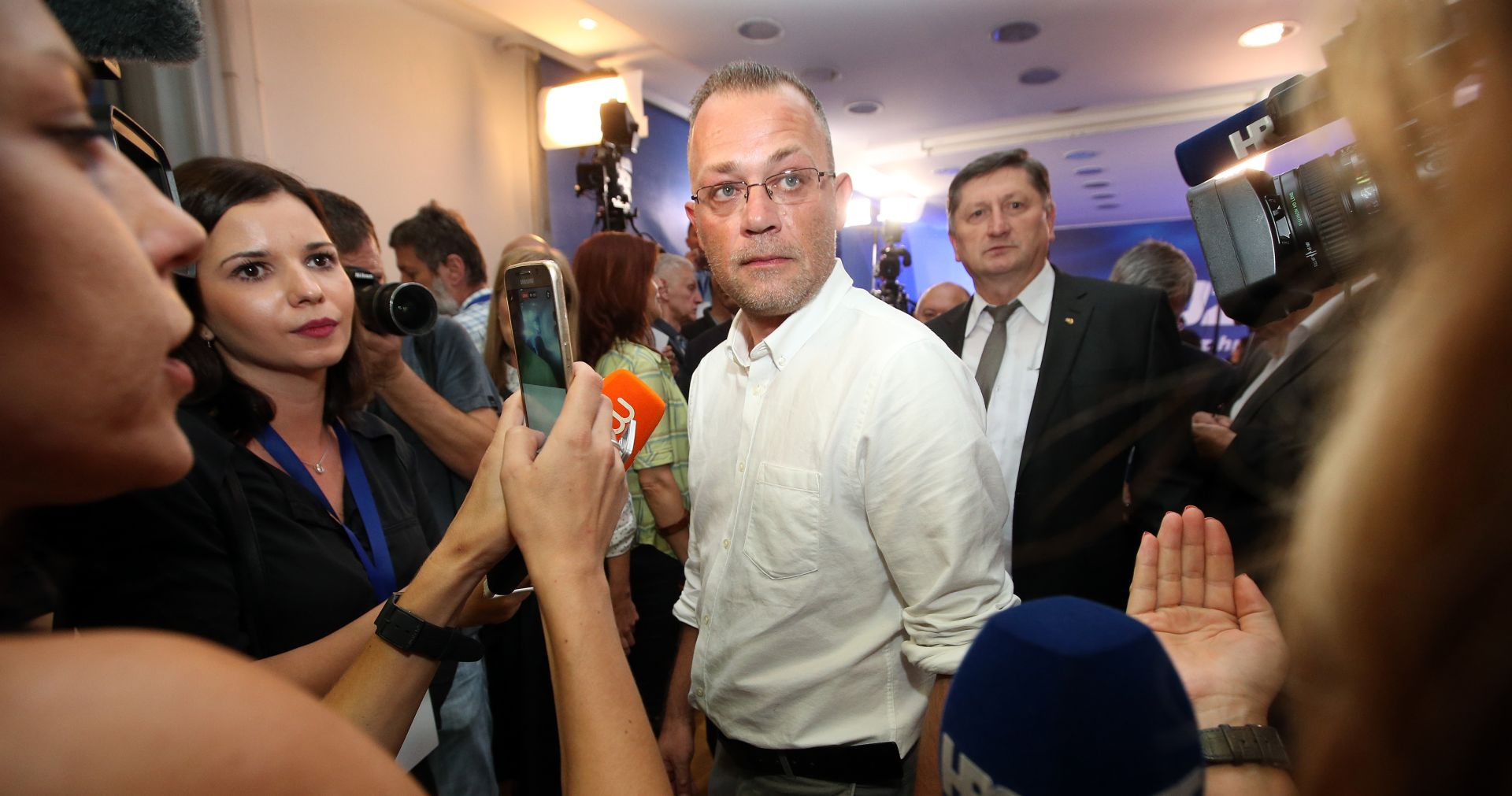 FOTO: Hasanbegović prve rezultate dočekao s Bujencem