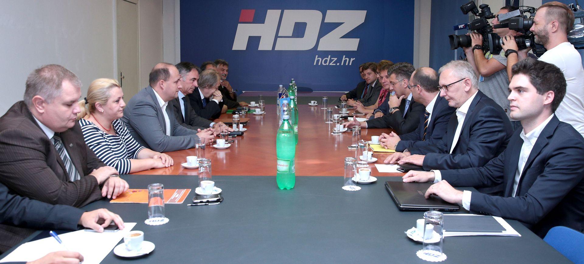 Pregovori HDZ-a i manjina odgođeni do konačnog dogovora s Mostom